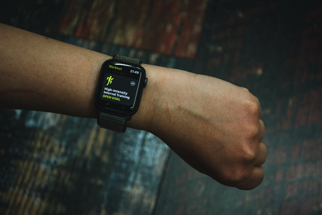 Arm mit Apple Watch am Handgelenk